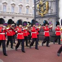 Őrségváltás a Buckingham Palota előtt