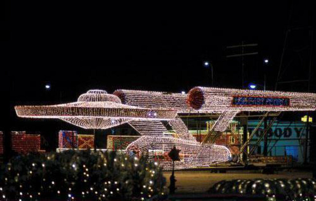 enterprise-in-xmas-lights_1.jpg