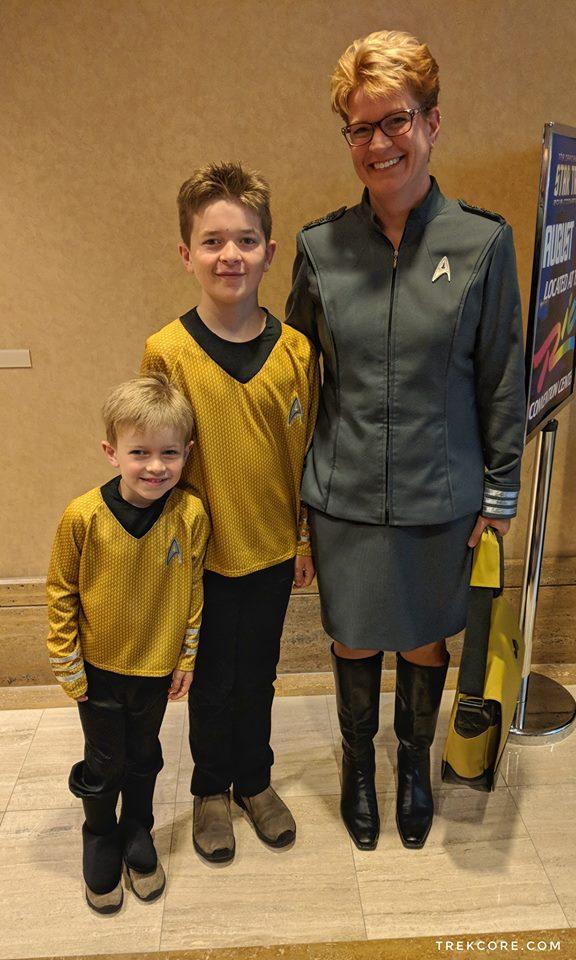 Két fiatal Csillagflotta-hadnagy és az admirálisuk
