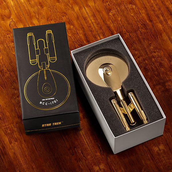 limited_edition_star_trek_golden_pizza_cutter.jpg