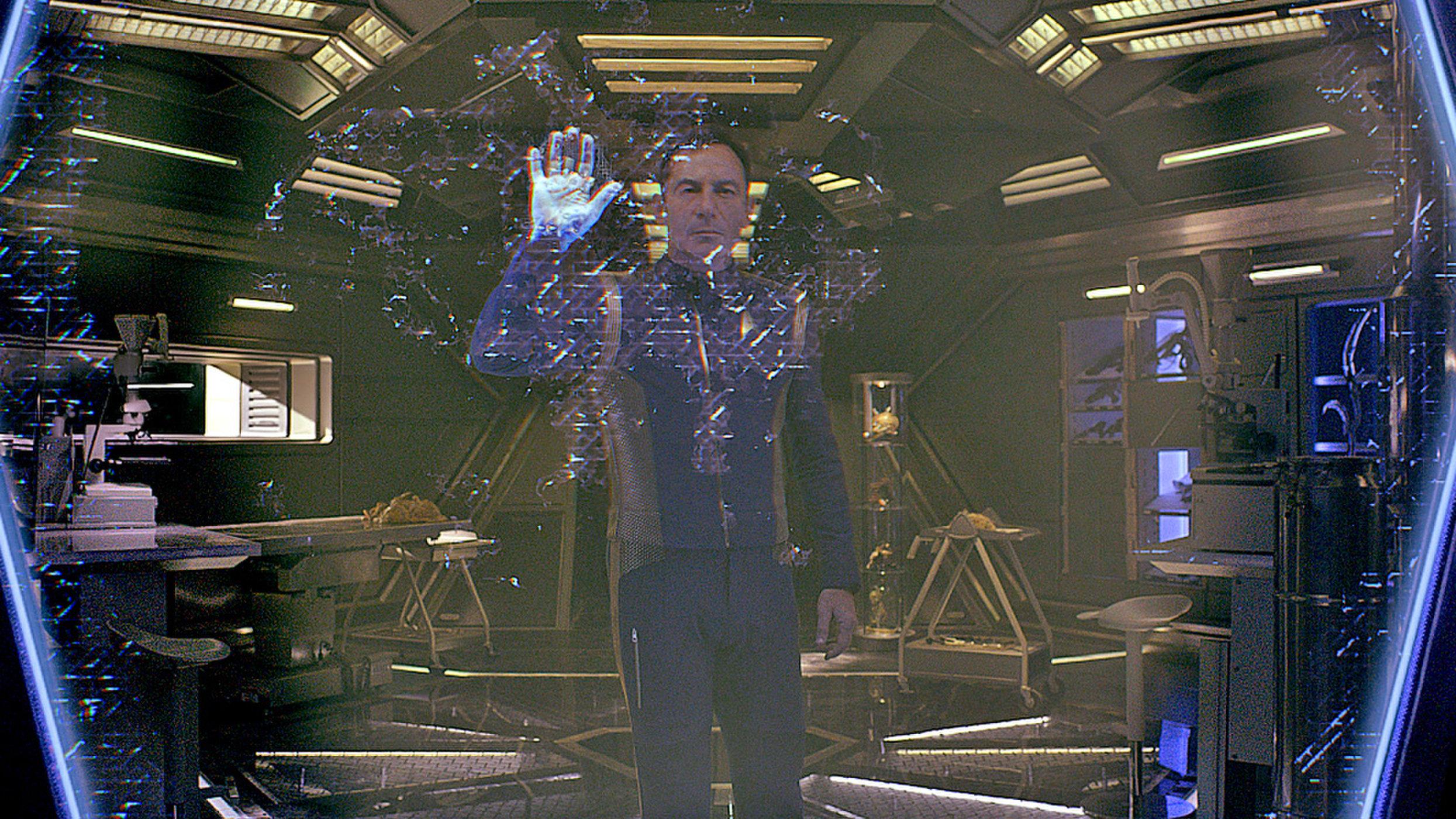 Gabriel Lorca kapitány (Jason Isaacs)