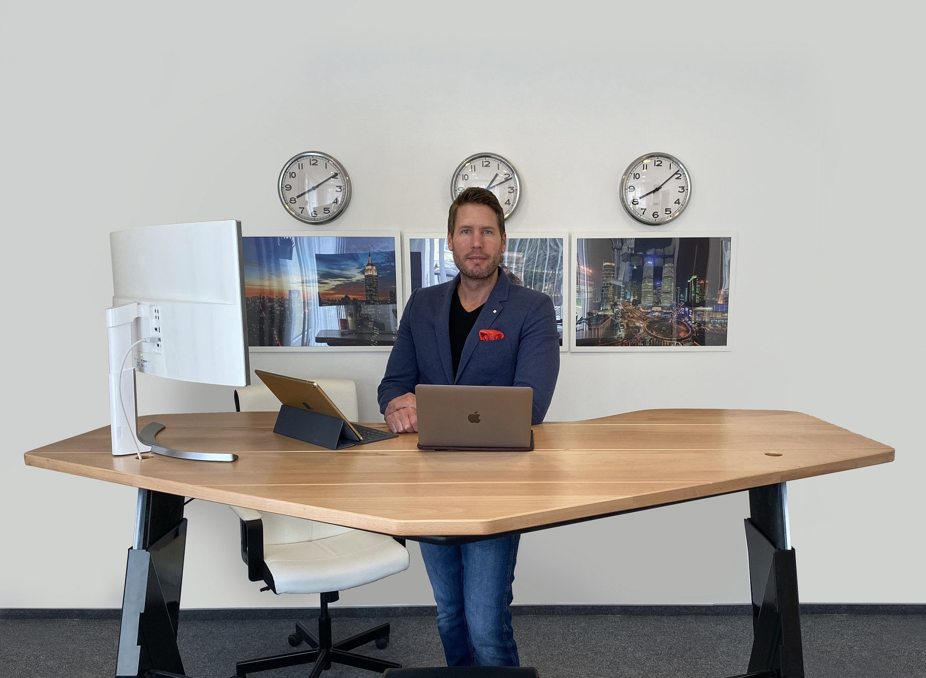 ait_desks_dr_marczali_tamas_phantom1_office_small.jpg