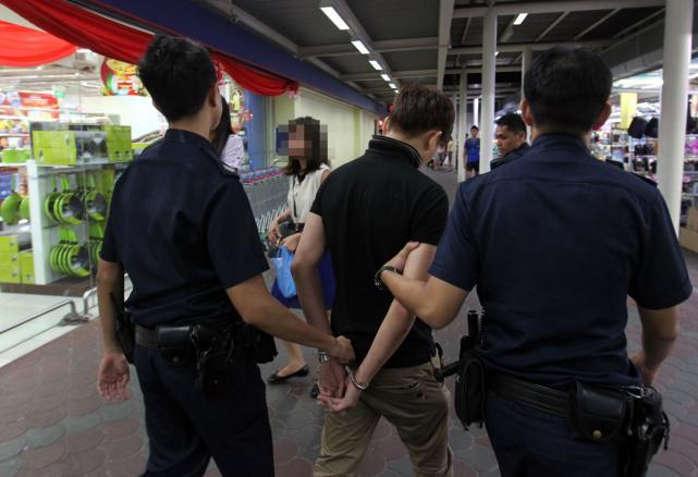 police_caught_shoplifte.jpg