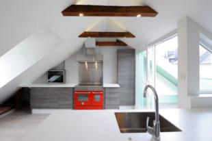 Fehér falak, nyitott konyhaszigetek, színes kiegészítők – az olaszok 2020-as álomkonyhája