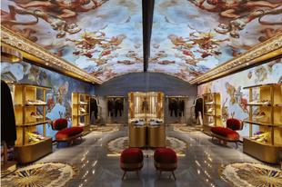 Hogy milyen a megújult Dolce&Gabbana üzlet egy 16. századi palotában? Íme: