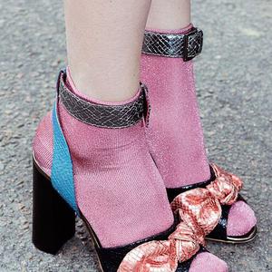 Ezt a zokni-szandál kombót nem ciki hordani!