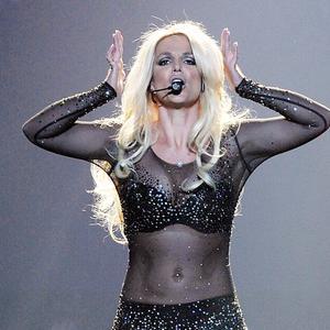 Britney Spears fél hajkoronája a színpadon landolt!