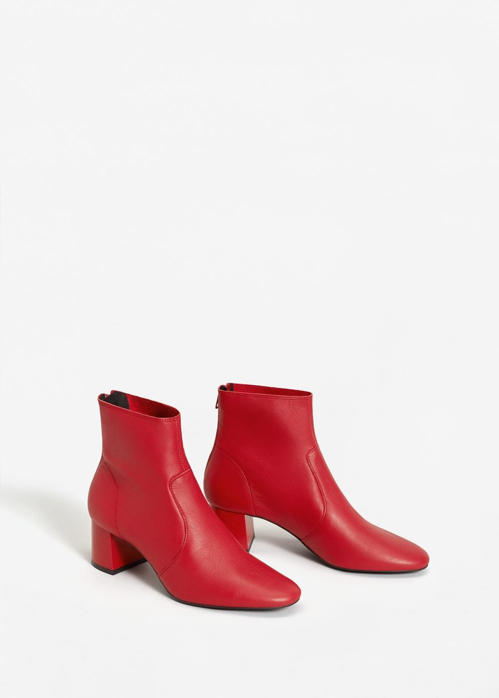 <a href='https://shop.mango.com/hu-en/women/shoes-boots-and-ankle-boots/heel-leather-ankle-boot_13063703.html?c=70&n=1&s=accesorios.accesorio;42,342,442' target='_blank' rel='noopener noreferrer'>Mango</a></p>