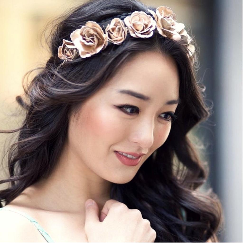 2018 a romantika éve az esküvői trendekben. Így a virágkorona is visszatért a köztudatba.<br />
