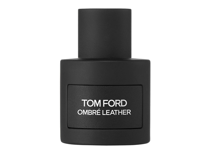 """Tom Ford - Ombré Leather<br />Tom Ford az egyik legstílusosabb férfi a világon. Nem csoda, hogy kizárólag olyan illatokat dob a piacra, amelyek passzolnak ehhez az imidzshez. Az új főzet kifejezetten érzéki illatok összessége, amiben az édes jázmin, a földi moha és a fás pacsuli dominál.  Az új, """"érzéki"""" designer illat már most a férfiak egyik nagy kedvence."""