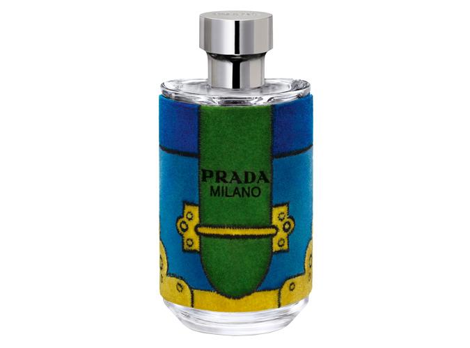 L'Homme Prada Velvet Edition<br />A téli parfümök versenyében a Parda biztosan dobogós helyezést fog kapni, már az üveg designja alapján is. Persze a szép külső egy zseniális parfümöt hordoz magában! A mézes illatú neroli és borostyán a pörkölt borssal és pacsulival párosítva finom egyensúlyt képez, így alkotva a téli szezon egyik igazi mesterművét.