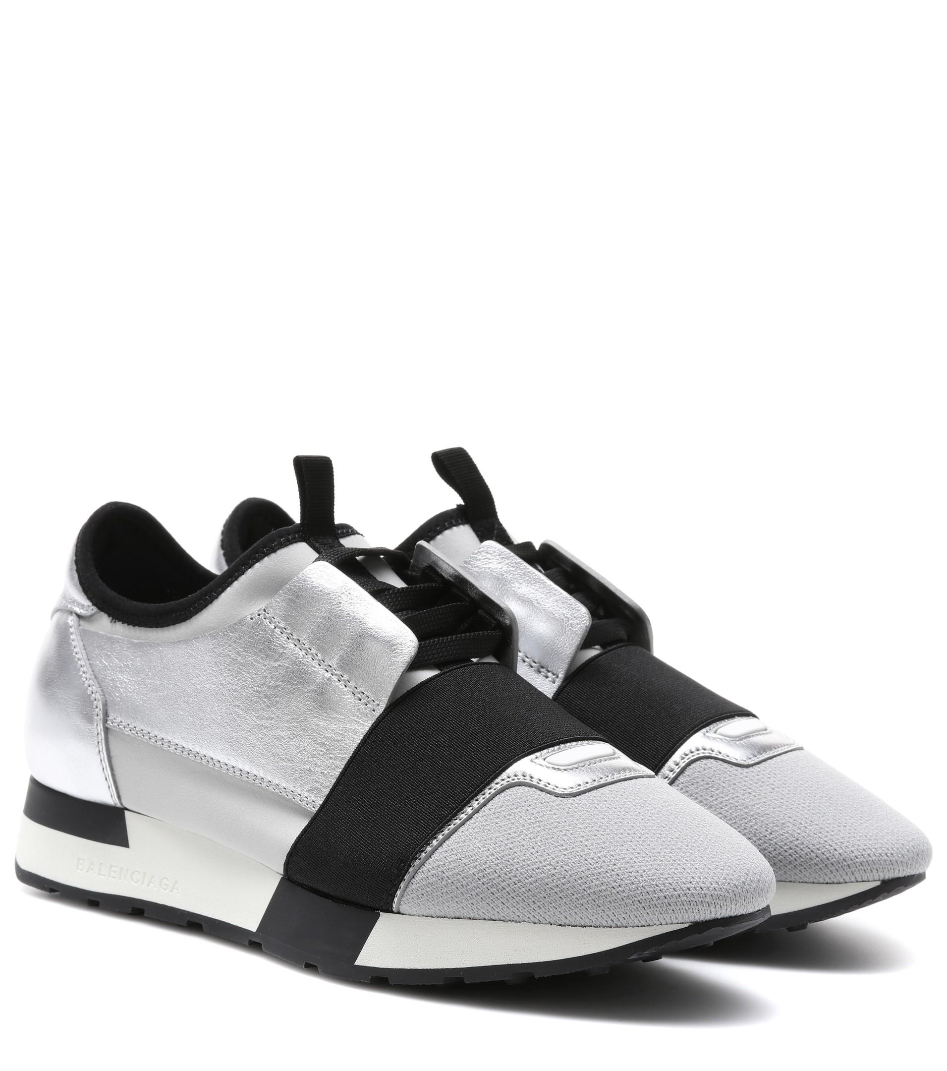 <a href='https://www.mytheresa.com/euro_en/balenciaga-race-runner-metallic-leather-sneakers-847883.html?catref=category#&gid=1&pid=1r' target='_blank' rel='noopener noreferrer'>Balenciaga</a></p><a href='https://www.net-a-porter.com/hu/en/product/879394/reebok/classic-metallic-crinkled-leather-sneakers' target='_blank' rel='noopener noreferrer'>Reebok</a></p>