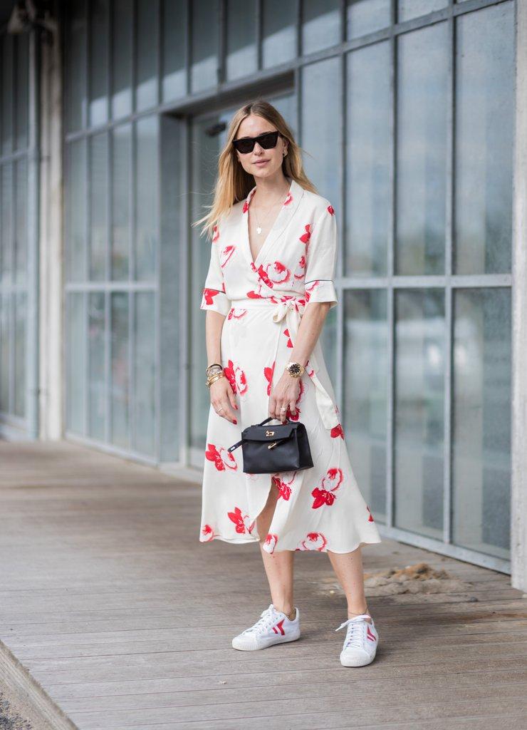 Összeszedett és elegáns hatást kelt az összeillő darabokból álló outfit: válassz a ruhád színeivel passzoló cipőt, és máris egy fokkal felnőttesebb lesz az összkép.<br />