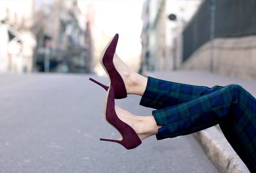 checked_trousers-burgundy_jacket-outfit-street_style-21_large.jpg