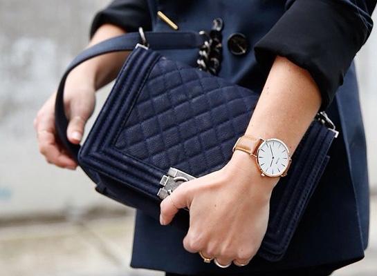 A karóra is a luxi-élet egyik védjegye, és legalább nem kell perceken keresztül kotorásznod a táskádban, hogy megtaláld a telefonod, ha az időt szeretnéd megtudni. <br />