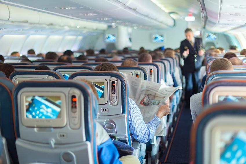 8 tipp, hogy túlélj egy hosszú repülőutat!