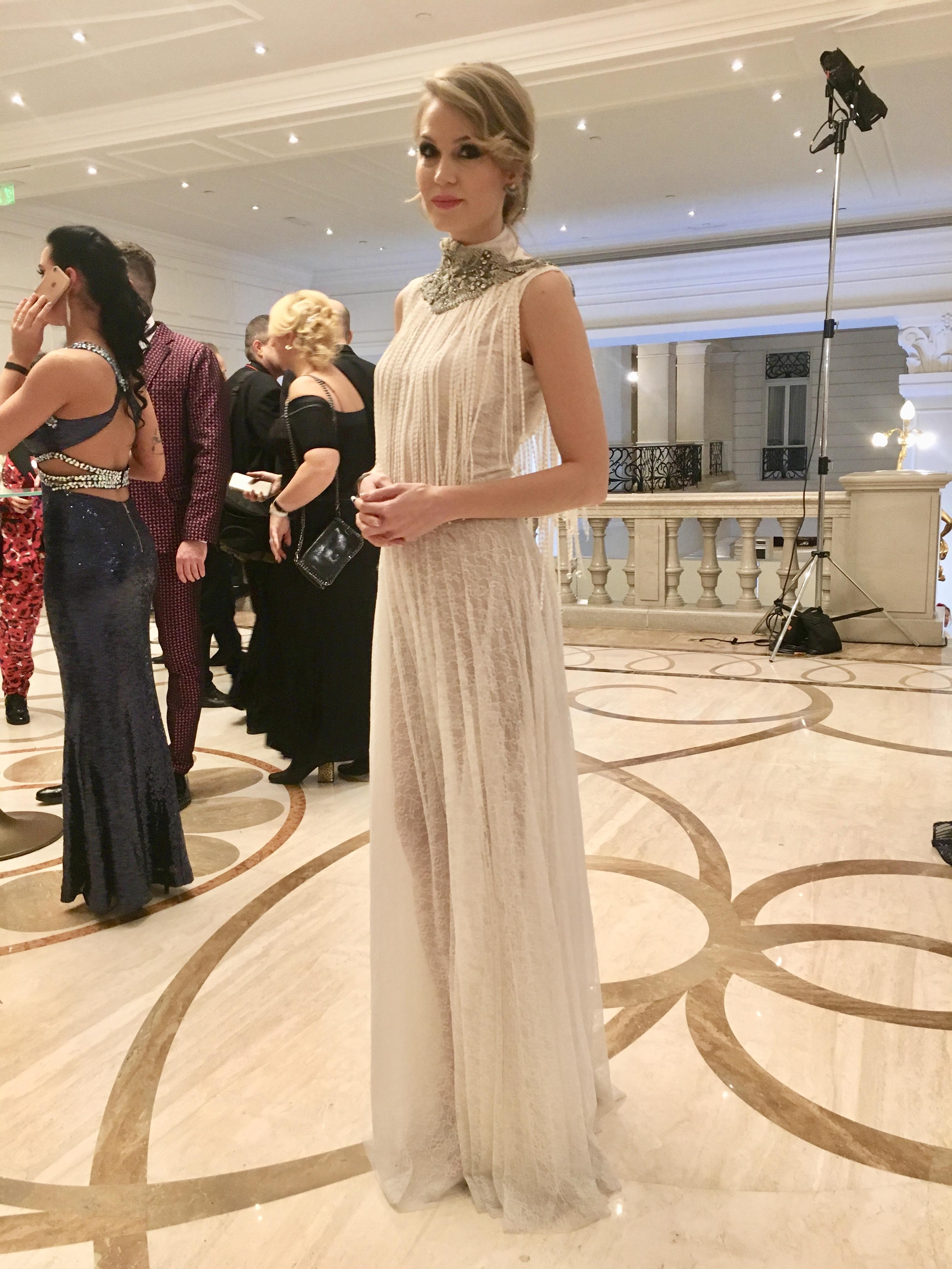 Nagy Alexandra egy csodálatos csipke estélyi ruhában jelent meg, ami a 20-as éveket idézte.