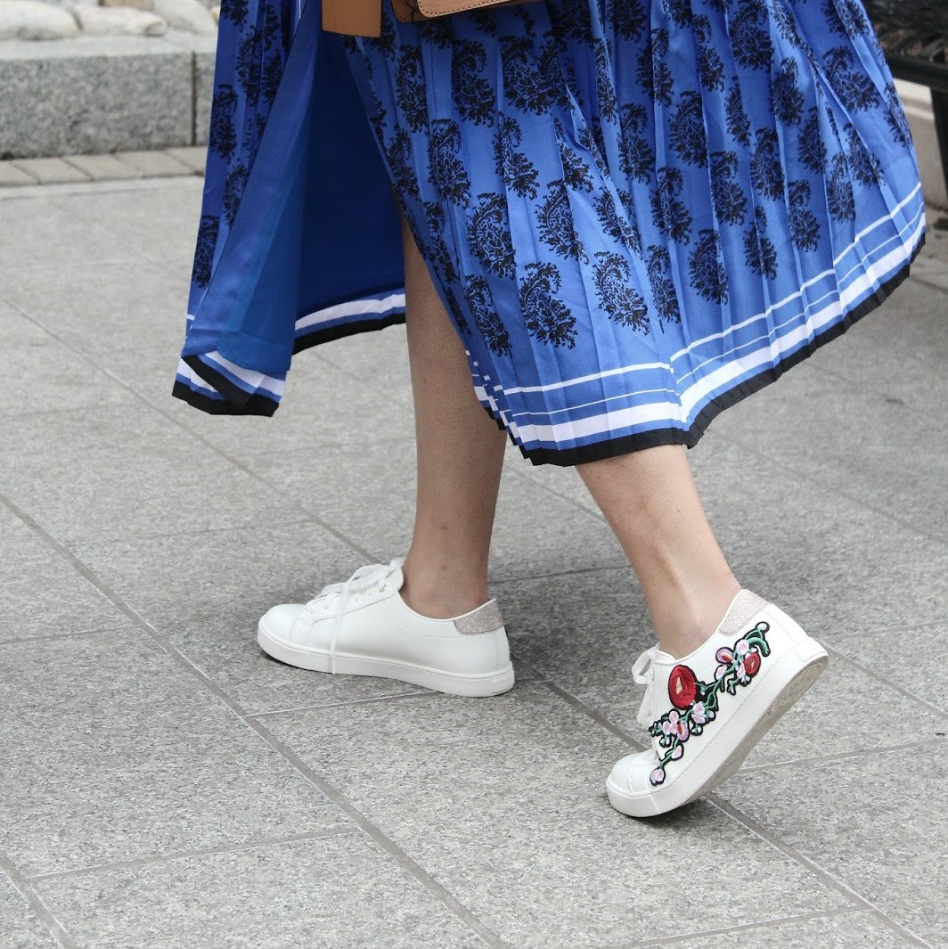 how_to_dress_like_a_strret_style_star_sneakers_embroidered_sneakers_banana_republic_blue_paisley_dress_print_on_print_aldo_zebra_bag_print_mixing_fashion_style_ootd_blue_dress_redblue_and_white_myri.jpg