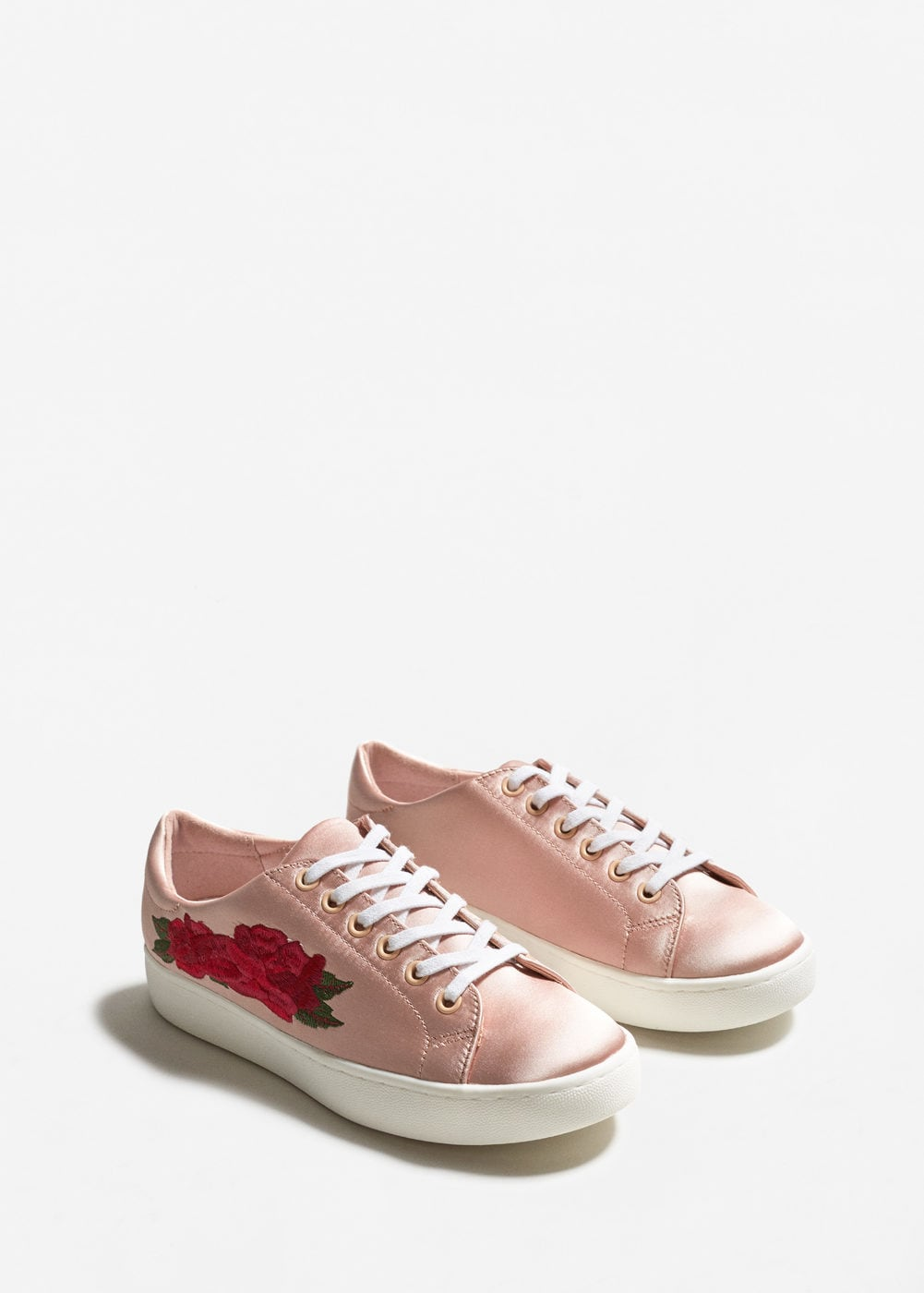 <a href='https://shop.mango.com/hu-en/women/shoes-sneakers/satined-embroidery-sneaker₁3093025.html?c=80&n=1&s=accesorios.accesorio;42,342,442.zapatos42,342,442;Deportivas' target='_blank' rel='noopener noreferrer'>Mango</a></p>