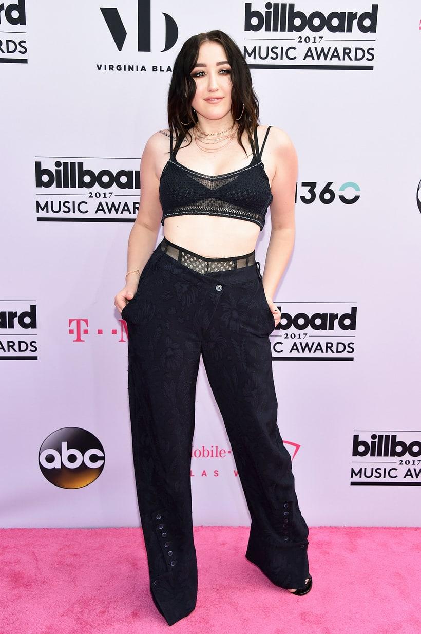 Noah, Miley Cyrus kishúga odatette magát a fehérneműs trend kedvéért. Kár, hogy az az őrüleet már rég kifújt.