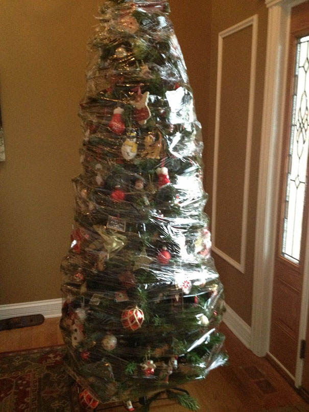 protecting-christmas-tree-from-dogs-cats-pets-31-585a7c1561257_605.jpg