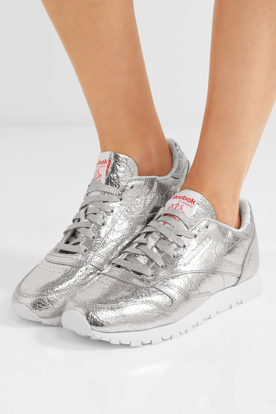 <a href='https://www.net-a-porter.com/hu/en/product/879394/reebok/classic-metallic-crinkled-leather-sneakers' target='_blank' rel='noopener noreferrer'>Reebok</a></p>