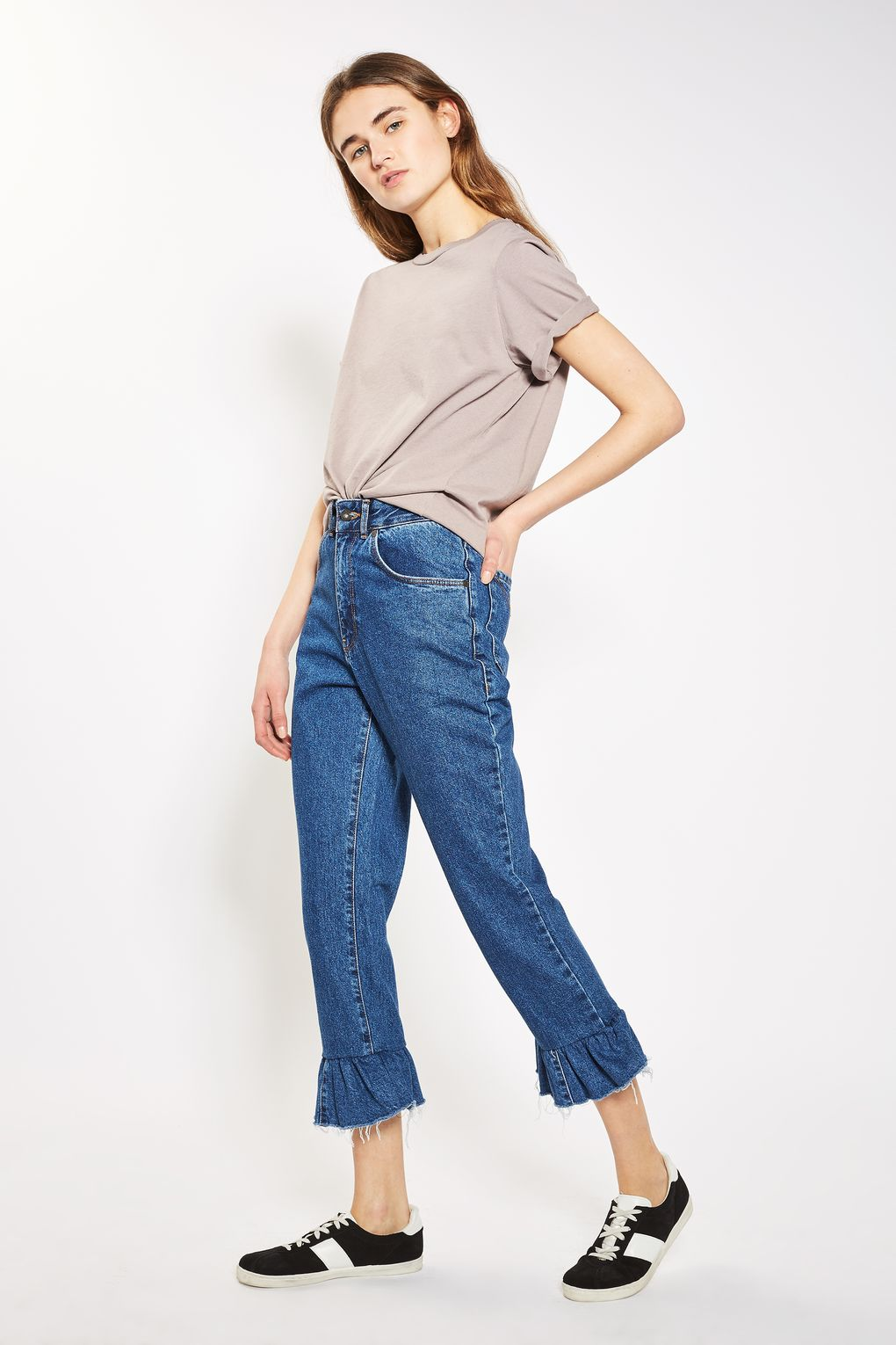 Mom jeans, <a href='http://www.topshop.com/en/tsuk/product/clothing-427/jeans-446/peplum-mom-jeans-by-the-ragged-priest-6385295?bi=320&ps=20' target='_blank'>Topshop</a></p>