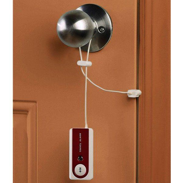 Az ördög sosem alszik! Védd értékeidet hordozható riasztóval, amit a szobád ajtajára és az ablakra is feltehetsz!<br />
