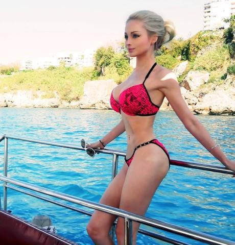 valeria-lukyanova-facebook-1-460x480.jpg