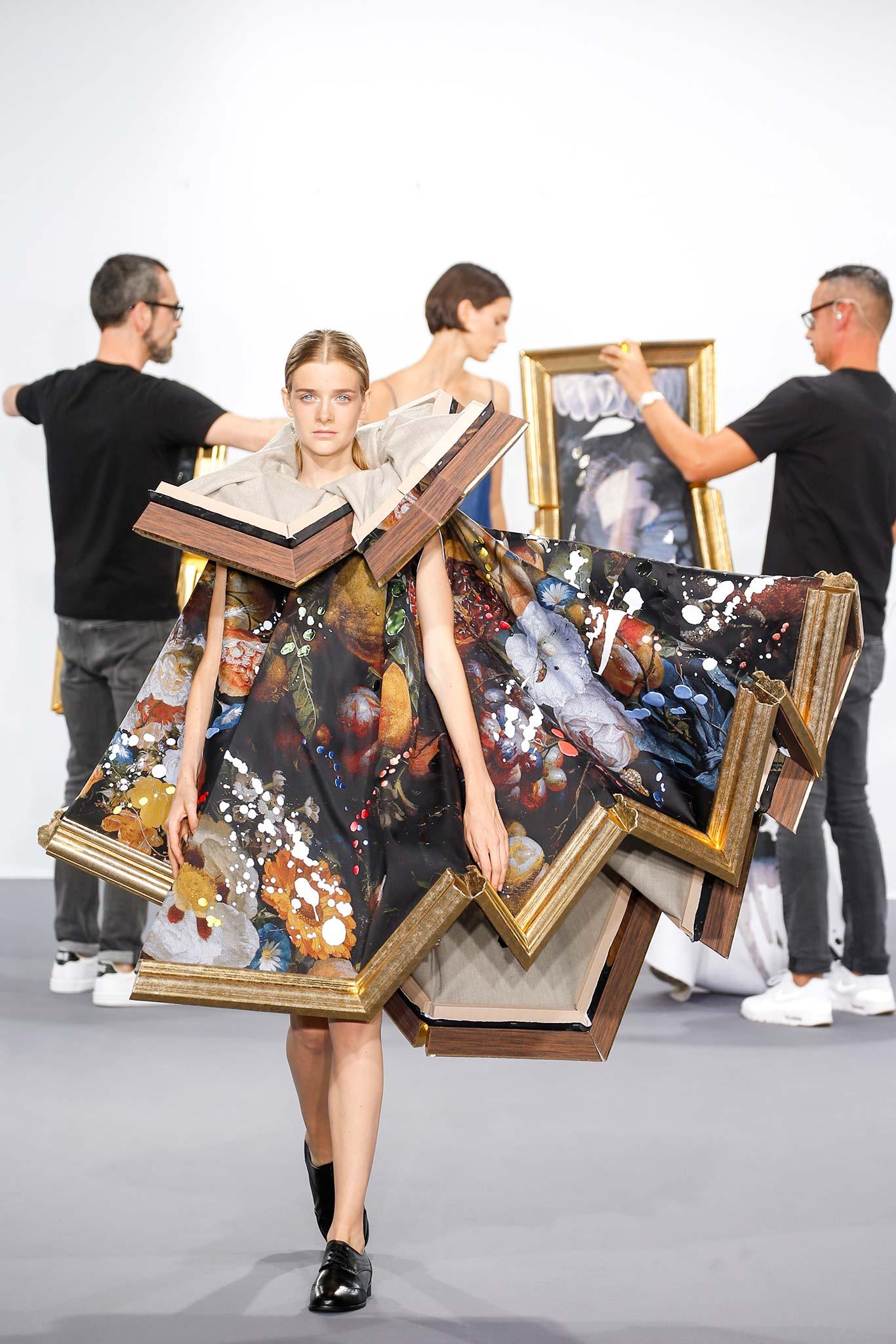 Viktor & Rolf - A kisasszony belesett a festménybe.