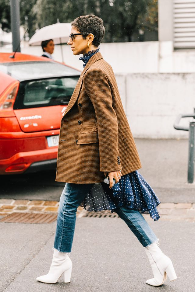 ways-to-wear-cropped-pants-with-booties-247026-1516221796208-image_640x0c.jpg