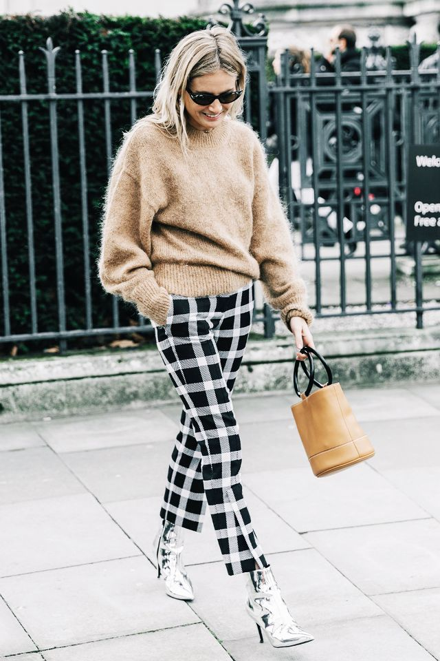 ways-to-wear-cropped-pants-with-booties-247026-1516221797324-image_640x0c.jpg