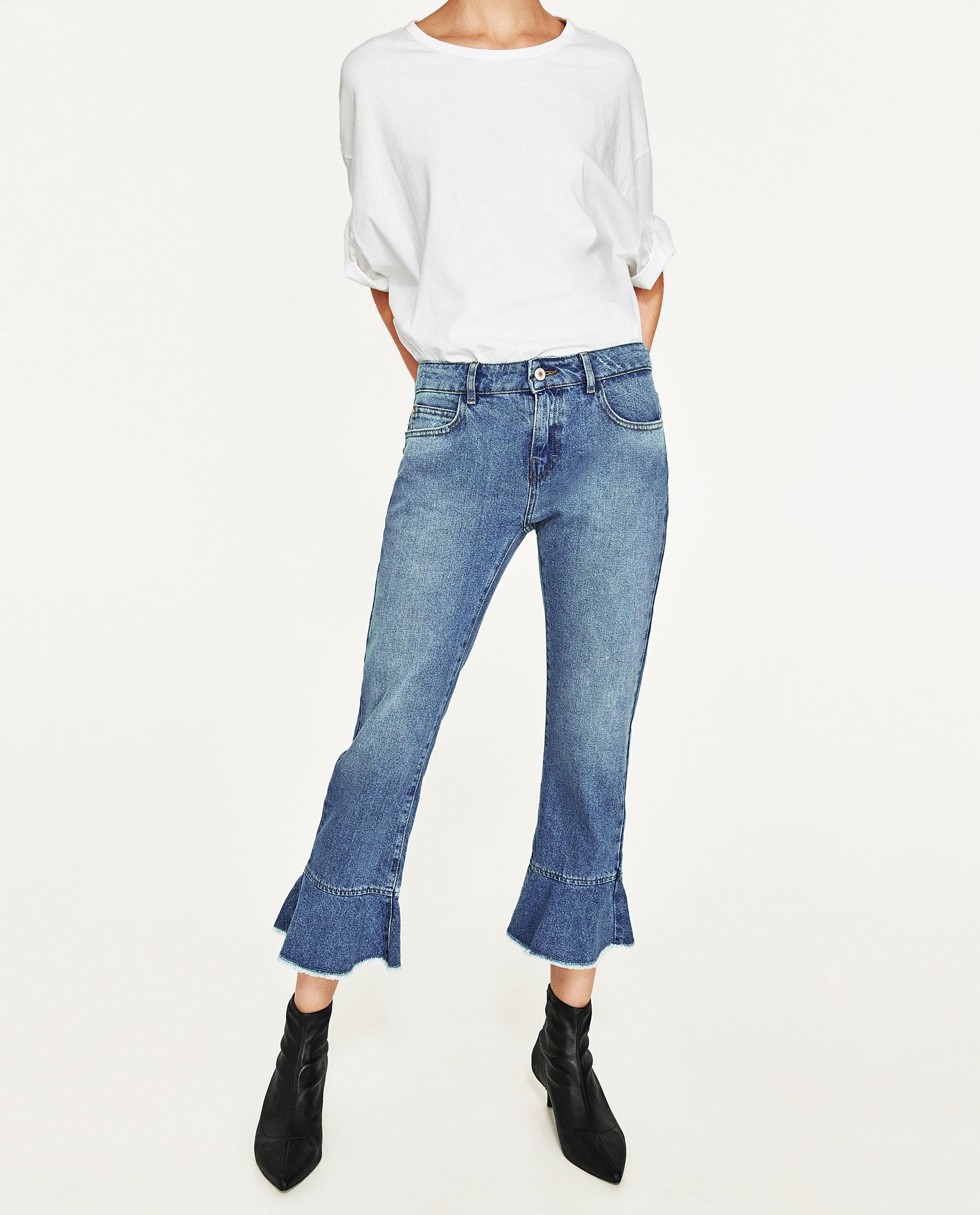 Éppen-csak-fodor, <a href='https://www.zara.com/hu/en/woman/jeans/view-all/mid-rise-jeans-with-frill-c719019p4246530.html' target='_blank'>Zara</a></p>