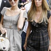 Paris és Nicky Hilton megszállták Japánt