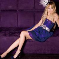 Nicole Richie ruhákat reklámoz