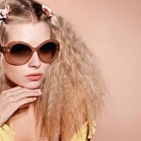 Lottie Moss Chanel szemüvegeket népszerűsít