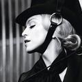 Madonna lovas balesete