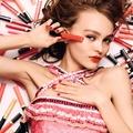 Lily-Rose Depp rúzsokat népszerűsít