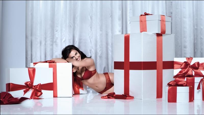 irina-shayk-intimissimi-christmas-2016-commercial01.jpg