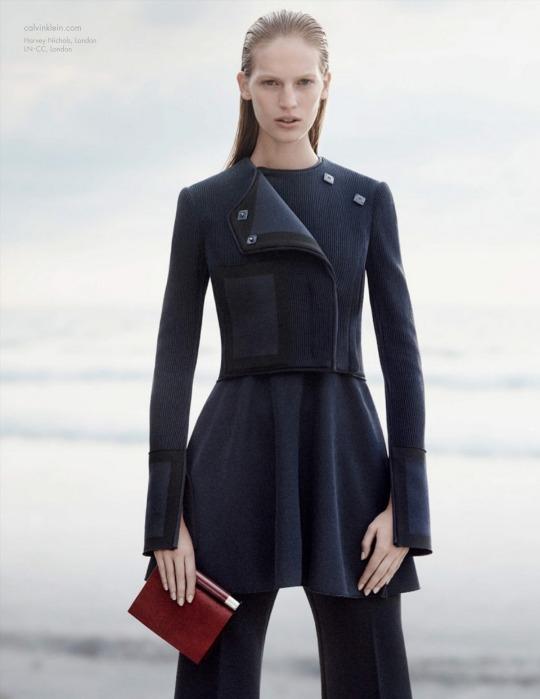 Axente Vanessa továbbra is a Calvin Klein arca - Strange s fashion ... 3f2b263c22