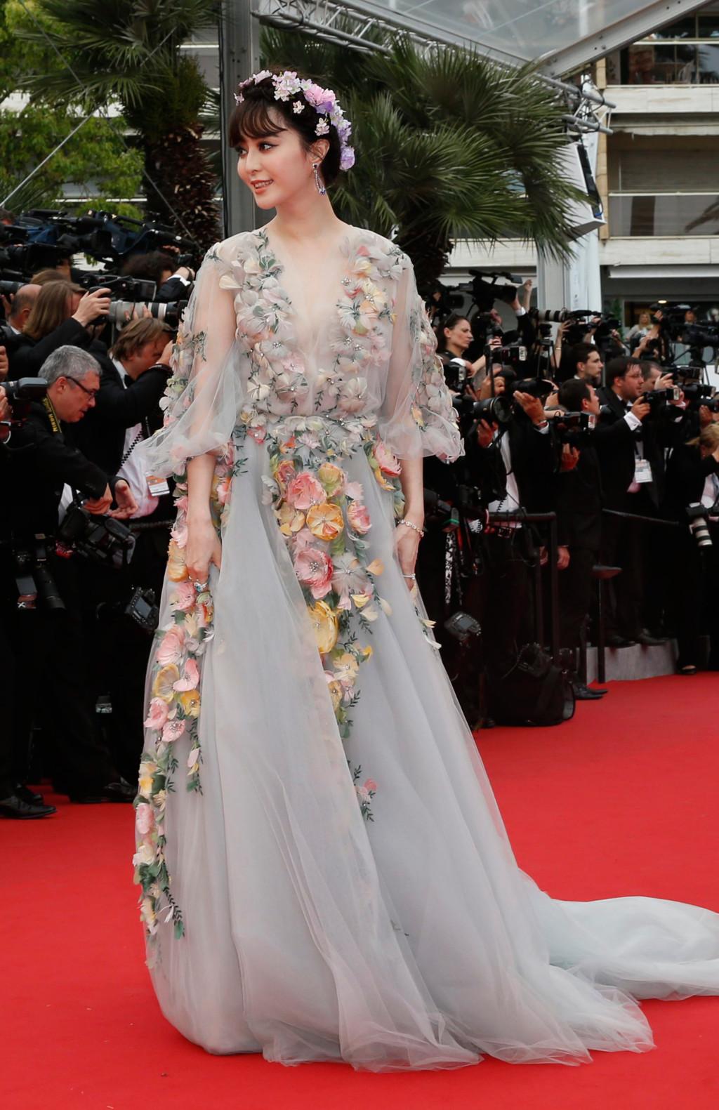 Fan BingBing egy csodaszép, virágmintás Marchesa ruhában