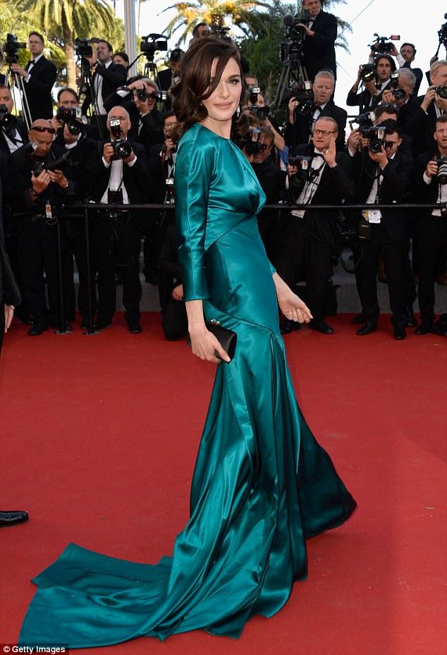 Rachel Weisz drámai zöldben