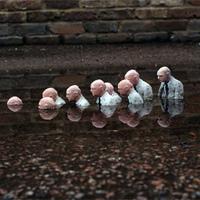Cementszobrok vs. klímaváltozás - Isaac Cordal