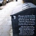 Banksy: A Medve és a Méhecske