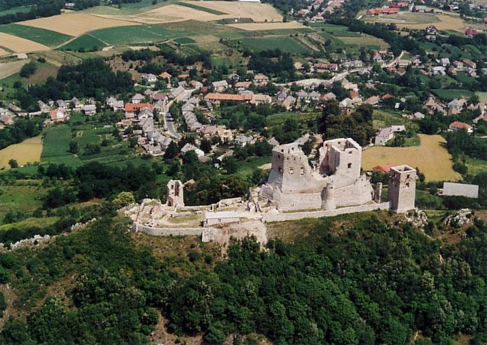 csesznek_castle.jpg