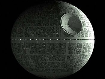 Az első Halálcsillag - naponta tudott (volna) szétkenyetni egy bolygót...