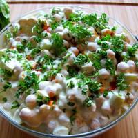 Laktató, könnyű reggeli: indiai uborkás yoghurtos csicseriborsósaláta