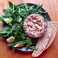 A salátaszezon első fogása: vadsóska, pitypang, pásztortáska