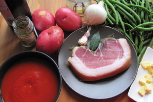 Marsalás paradicsommártás sonkával egyszerű főtt zöldségekhez.