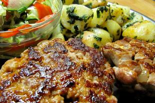 Húspogácsa-teszt sertésre: darálni, vagy aprítani?